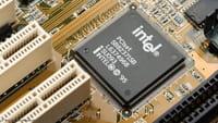 Intel चिप वाले लाखों कंप्यूटरों पर हैकिंग का खतरा